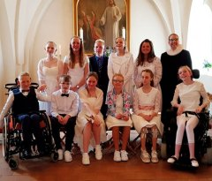 http://benloesekirke.dk/uploads/galleries/27/thumb/Konfirmation_050518.jpg
